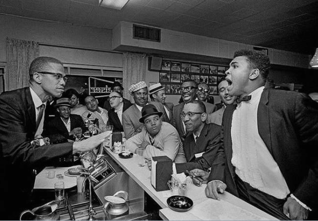 Malcolm х tries to calm Muhammad Ali in 1964