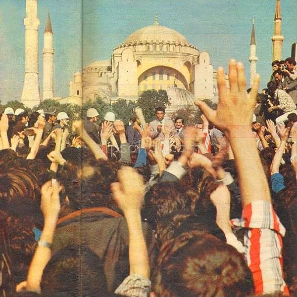 Muhammad Ali speaks to the people in Istanbul, 1976.